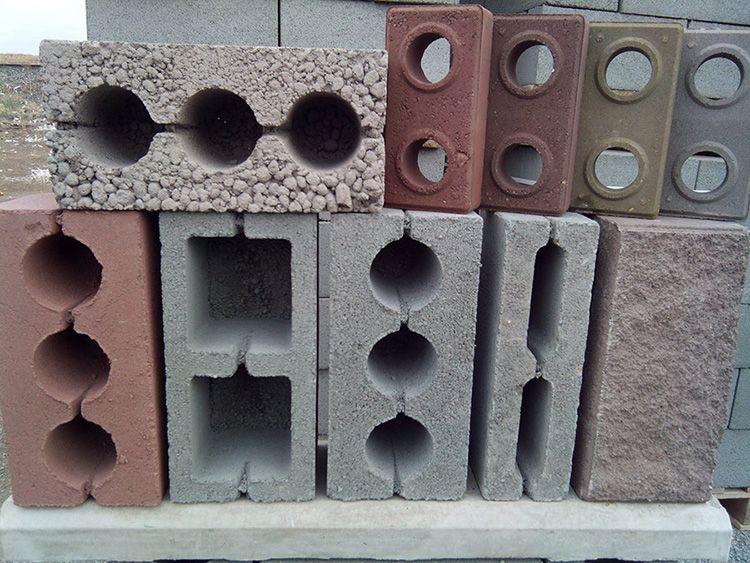 Наиболее прочными считаются шлакоблоки из гальки и щебня. Крепость блоков зависит от сырья, из которого они созданы.