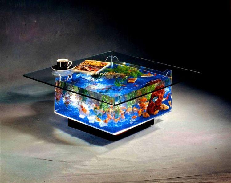 Судите сами – разве когда-то мы могли подумать, что журнальным столиком может быть … аквариум