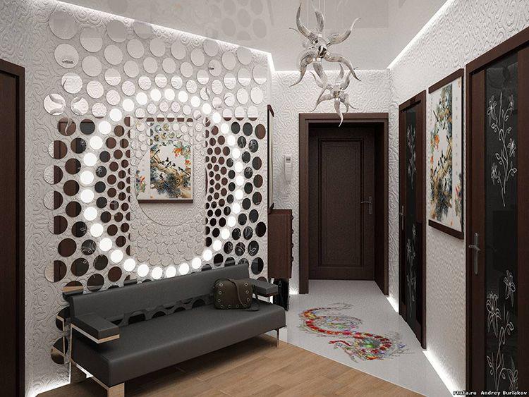 Зеркальные композиции могут иметь сложный рисунок с игрой матовых и отражающих поверхностей. Подобные панно прекрасно выглядят при любом освещении.