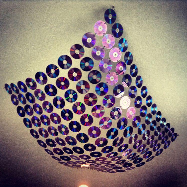 Необычно смотрится вот такой светильник из болванок.