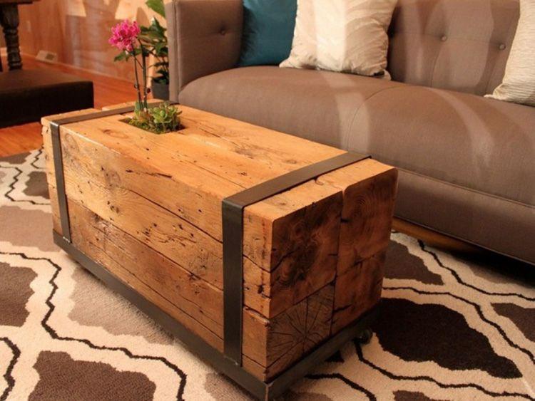 Самый простой столик можно создать с помощью нескольких деревянных брусков и ремней. В этом случае не используются никакие дополнительные скрепляющие элементы