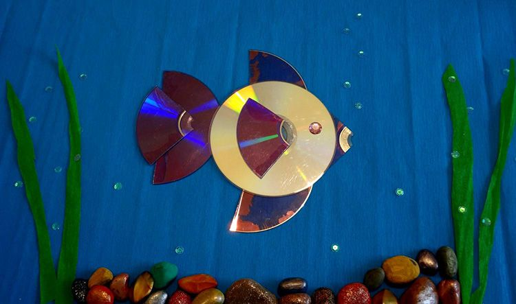 На самом деле, если включить фантазию, то обычный диск может превратиться в блестящую рыбку, или солнышко.
