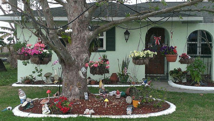 Как скрыть неприглядные постройки на садовом и приусадебном участке при помощи декорирования