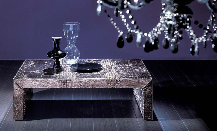 Этот столик собран по удивительно простой технологии, условно называющейся «три доски, четыре гвоздя»
