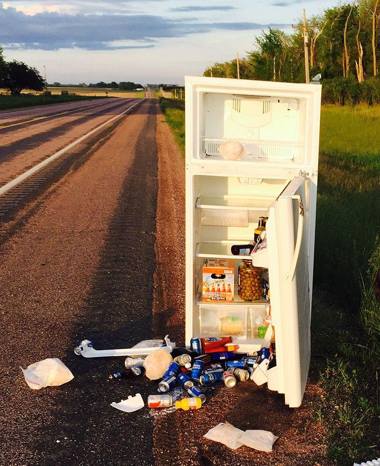 Самое худшее, что может случиться с холодильником, – он лишится масла в компрессоре, а вся охладительная система выйдет из строя. Вероятно, этот холодильник тоже пытались перевести не на том боку
