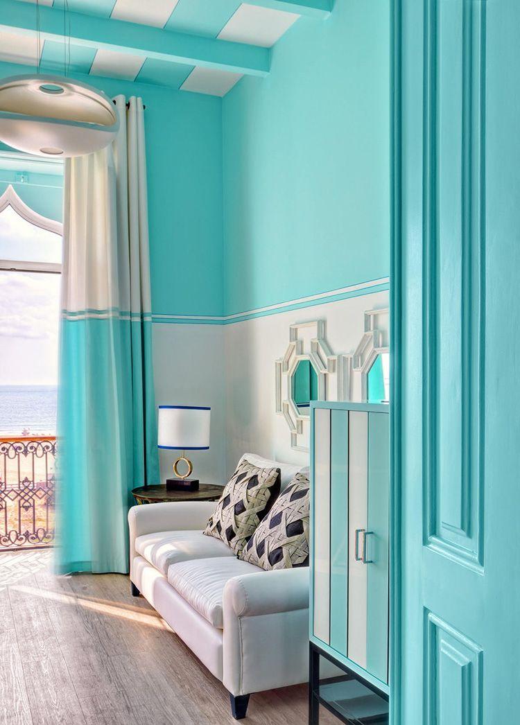 Цвет тиффани в солнечной спальне для двоих