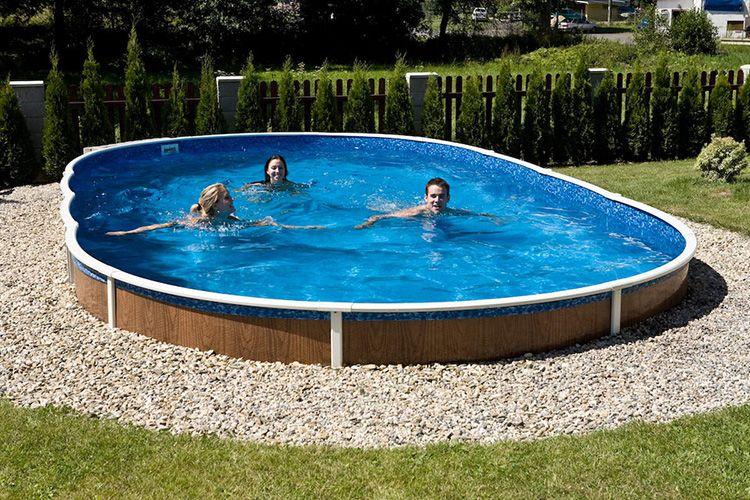 Заглубление бассейна в грунт придает конструкции большей устойчивости и надежности