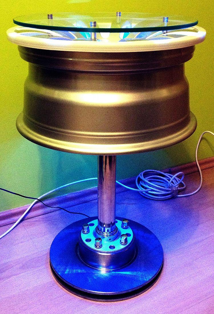 Необычный столик с подсветкой.