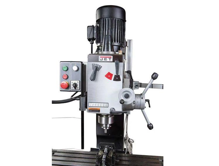 На вертикальных аппаратах выполняют фрезеровку различных пазов и обработку плоскостей, а также сверление любых отверстий, растачивание и их зенкерование.