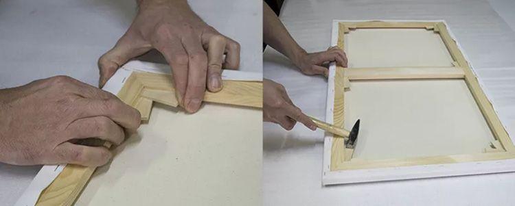 Скобы пристукиваем молоточком, утопляя их в раму. С обратной стороны конструкции на уголки нужно прикрутить металлические уголки.