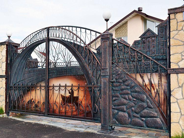 Кованые ворота – это всегда способ рассказать о себе гостям.
