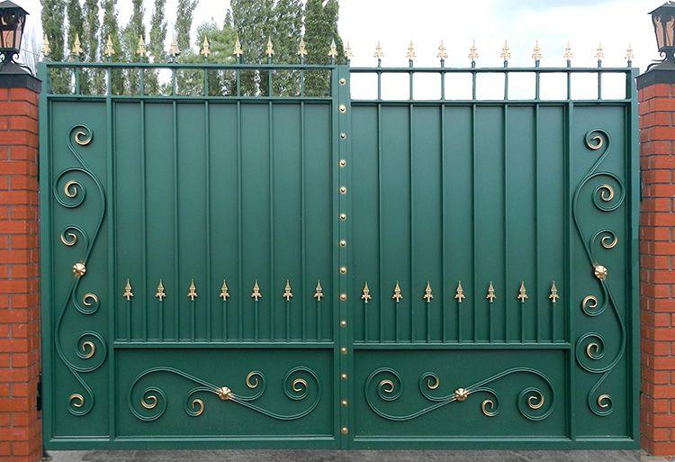 Существует несколько разновидностей кованых ворот в зависимости от принципа открывания