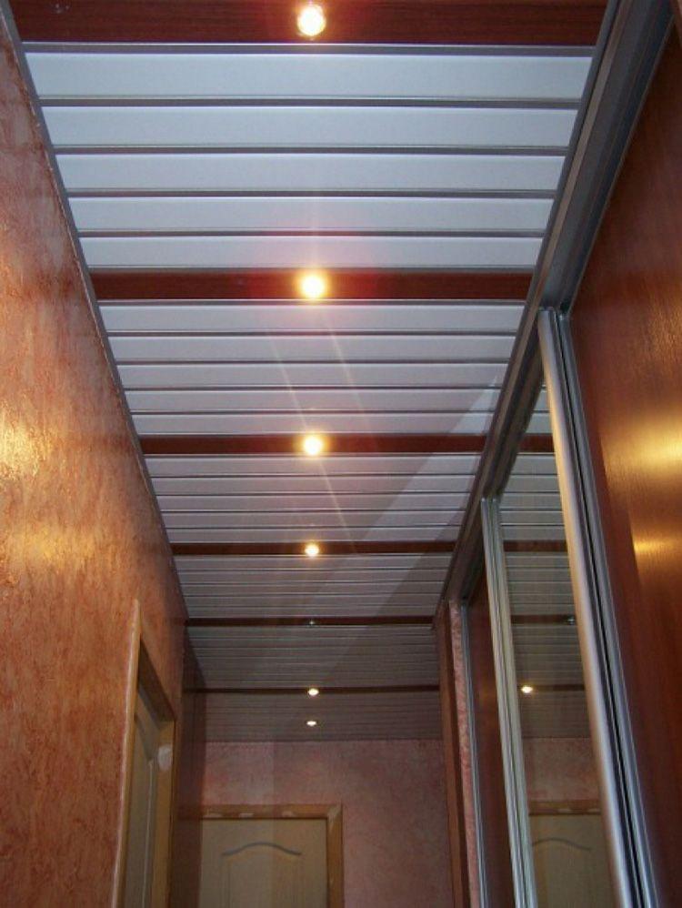 чем отделать потолок в коридоре квартиры фото