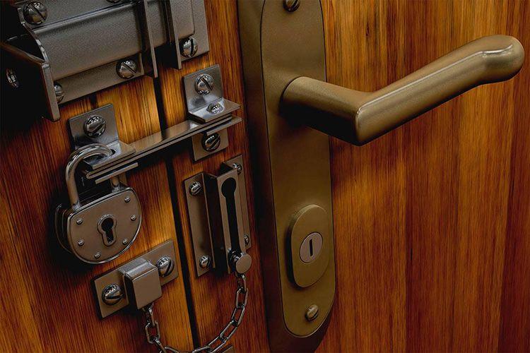 Вы, наверное, не раз замечали, как много времени уходит на то, чтобы ваша пожилая соседка открыла вам дверь.