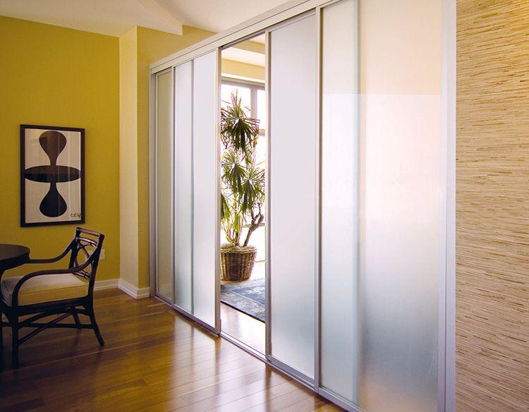 Межкомнатные перегородки из стекла позволяют сделать помещение просторней и светлей