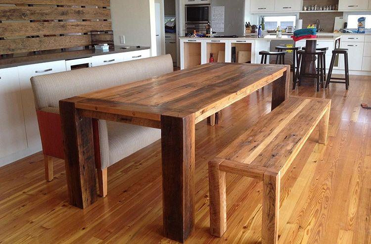 Простой самодельный стол из натуральной древесины