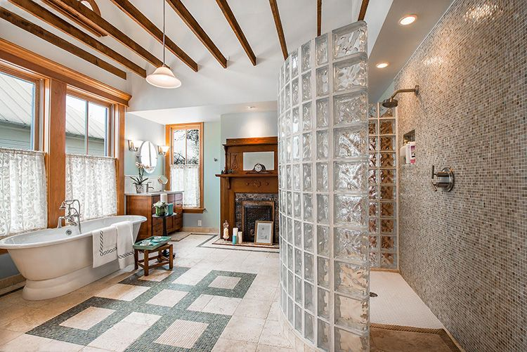 Стеклоблочная перегородка в ванной комнате