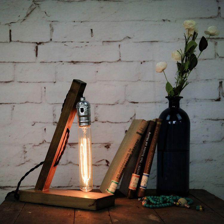 Настольный светильник с ретро-лампой