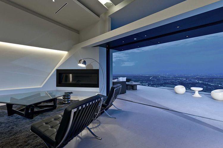 Интерьеры домов в стиле хай-тек также красивы, как и их экстерьеры