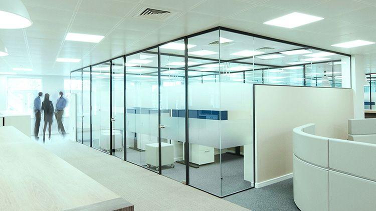 Стационарные конструкции из стекла – хорошее решение для офиса