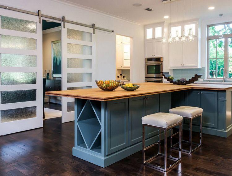 А также отделить зону кухни от других помещений.