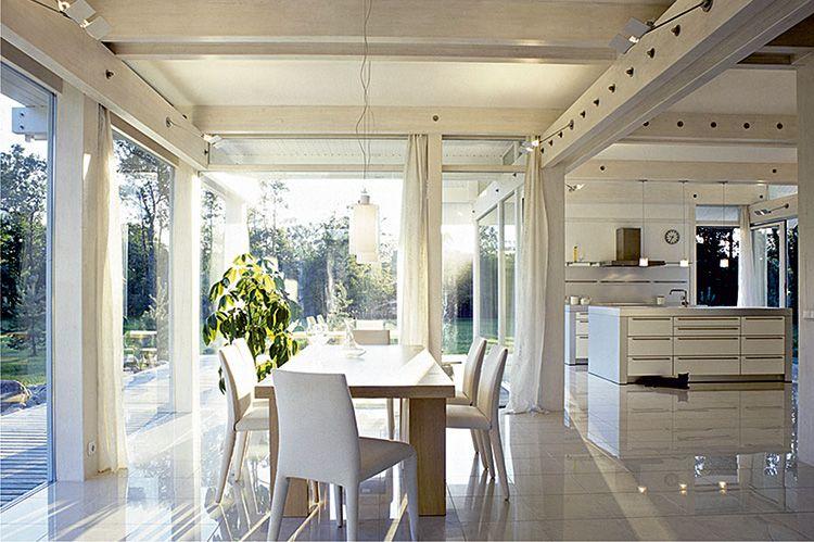 Главное украшение интерьера в стеклянном фахверке – потрясающий вид на сад или дикую природу