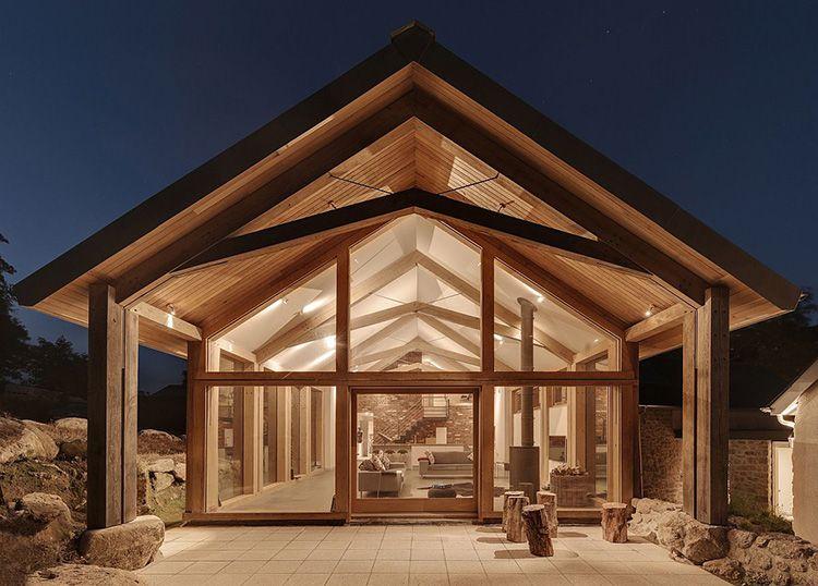 Визитная карточка этих домов – обилие естественного освещения. Постройки из стекла выглядят очень выразительно, имеют необычный интерьер и высокий уровень комфорта