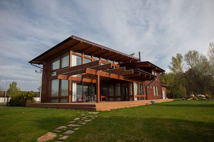 Важный нюанс: подобные дома изготавливаются в заводских условиях. Только такой высокоточный процесс гарантирует качественное и герметичное крепление деталей