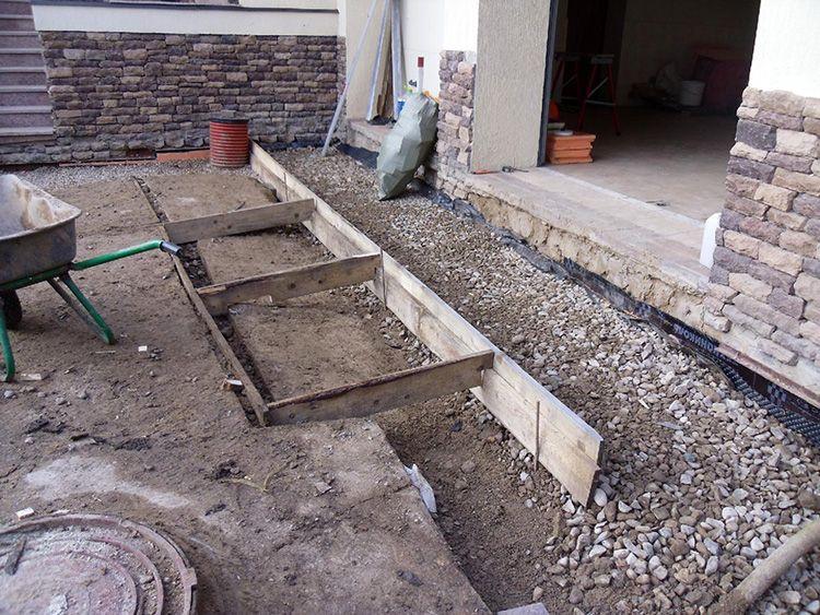 Если предполагается верхний слой заливать – конструкцию необходимо обязательно армировать стальной сеткой