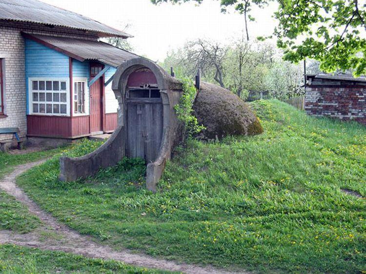 Погреб – это холодное помещение, предназначенное для хранения продуктов питания и напитков