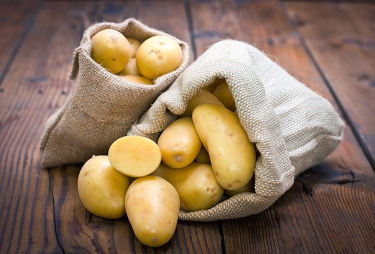 В борьбе с ржавым налетом поможет простая картошка и немного поваренной соли