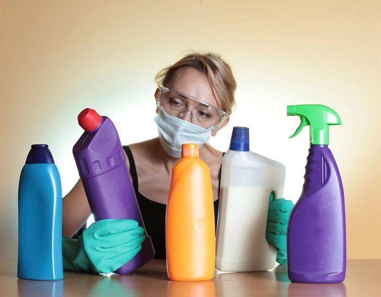 При обработке лучше открыть все форточки и одеть респиратор, очки и перчатки