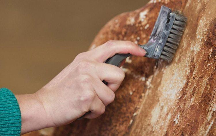 Механическая очистка отнимет у вас много сил и времени, но даст наглядный результат, особенно если вы не особо дорожите заржавевшим изделием