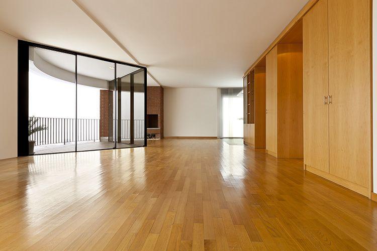 Какой лучше выбрать ламинат для квартиры: особенности покрытий и варианты использования