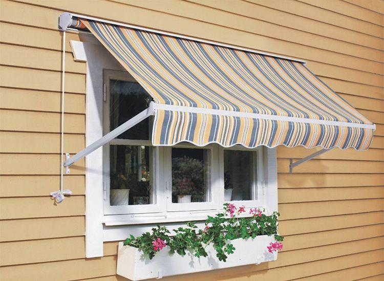 Лёгкий тканевый козырек над окном защитит вашу комнату от палящего солнца