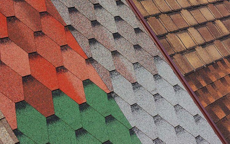 Для облегчения монтажа материал снабдили клейким слоем с одной стороны и стали выпускать его в разных цветах и формах