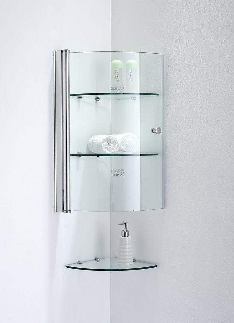 Через прозрачные дверцы видно содержимое шкафов