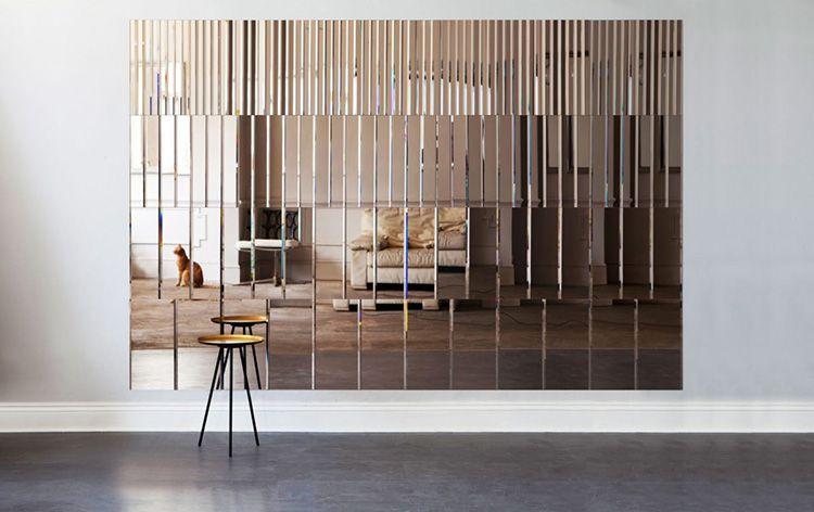 Из зеркального акрила предлагают панели для потолков и стен, вставки в двери и мебель, ограждения