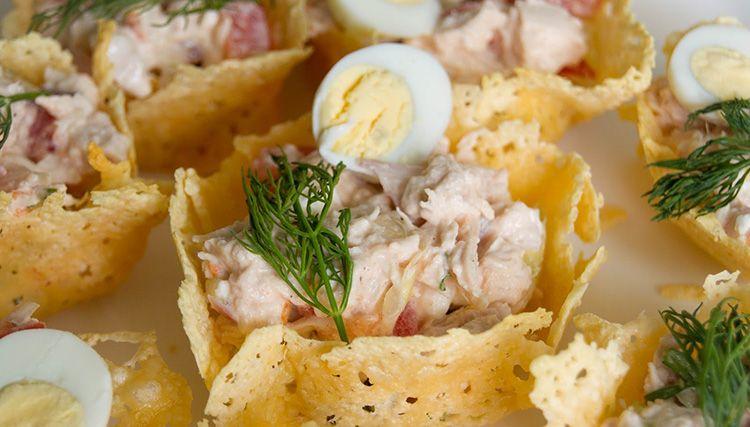 После застывания формы можно накладывать в эту тару любой салат