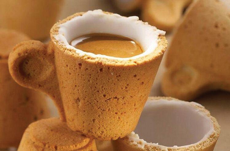 Чашка немного подслащает кофе, так что класть сахар не нужно