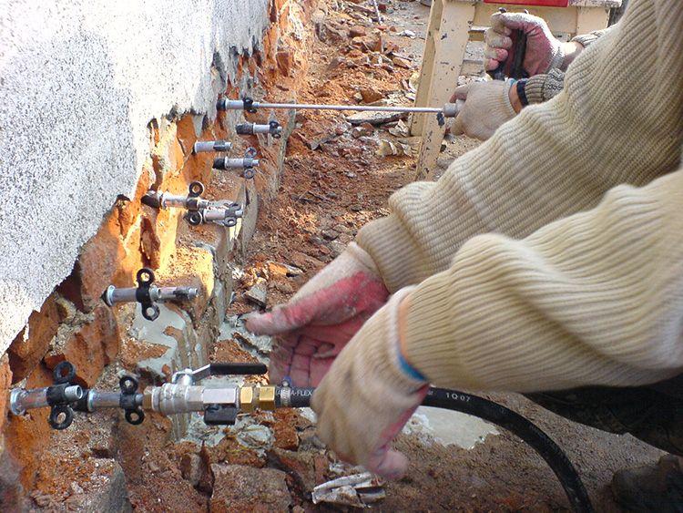 Обычно такой способ используют для аварийного ремонта, когда прежняя изоляция по какой-то причине перестала эффективно защищать от влаги