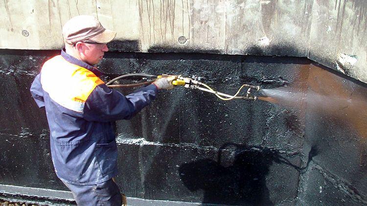 По факту, эти новые гидроизоляционные материалы – жидкая резина. Она может применяться для защиты металла, стекла, бетона и других видов материалов