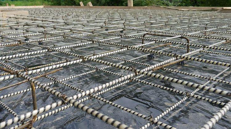 Для создания армирующих сеток не используется сварочный аппарат и специальные инструменты. Достаточно одной болгарки и вязальной проволоки