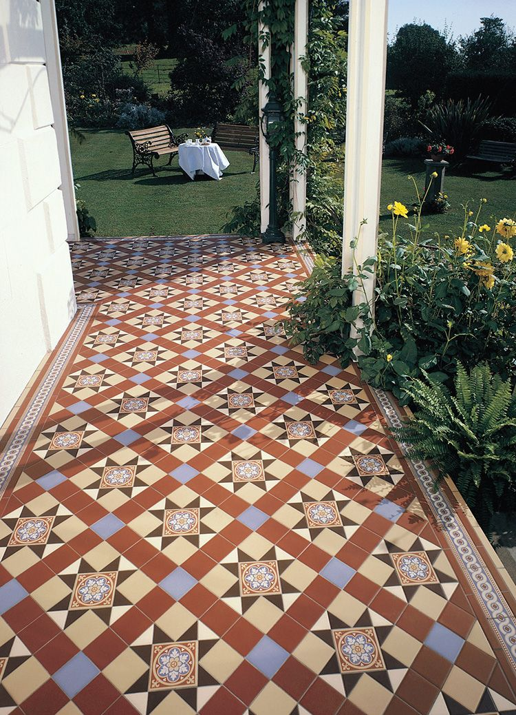 Керамические элементы добавят яркости саду