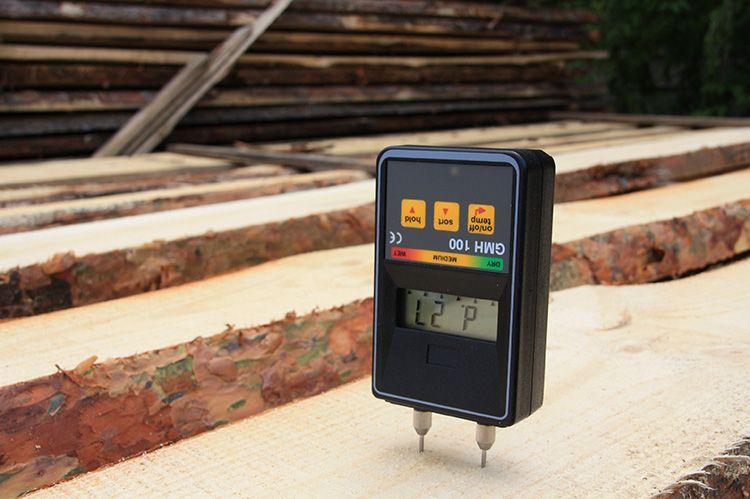 Электросопротивление как раз зависит от количества воды в древесине