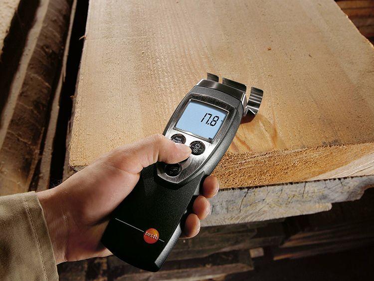 Подобным прибором можно измерить влажность фанеры и ламината