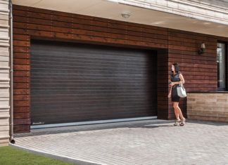 Удобство эксплуатации превыше всего, или Почему для гаража стоит выбрать подъемные ворота