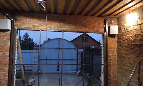 Подъёмные ворота для гаража: стоит или нет устанавливать?