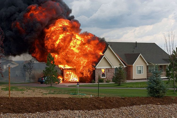 Защита дома от пожара – одна из самых актуальных задач, не стоит ею пренебрегать