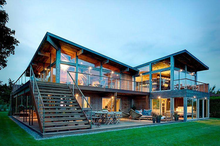 Дома из бруса могут быть построены в современном стиле